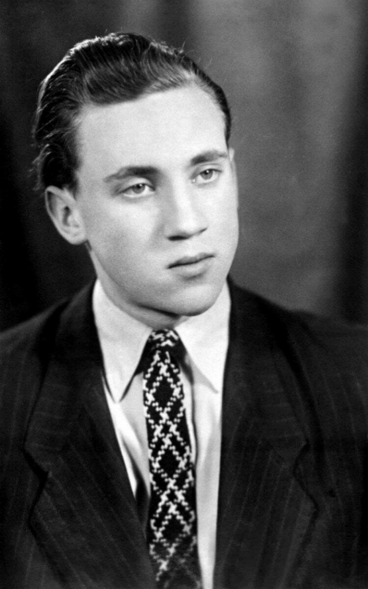 1956. Владимир Высоцкий студент Московского инженерно-строительного института (МИСИ). Фото 29 февраля
