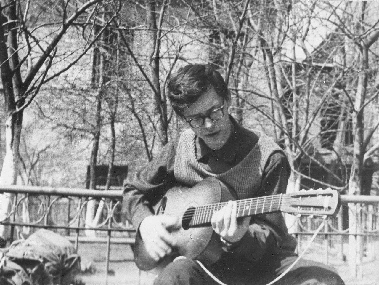 1969. Короткий анекдот - Огнев-гитарист