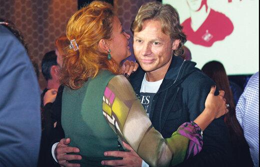 Валерий Карпин и его спутница искренне поздравили Титова с завершением карьеры