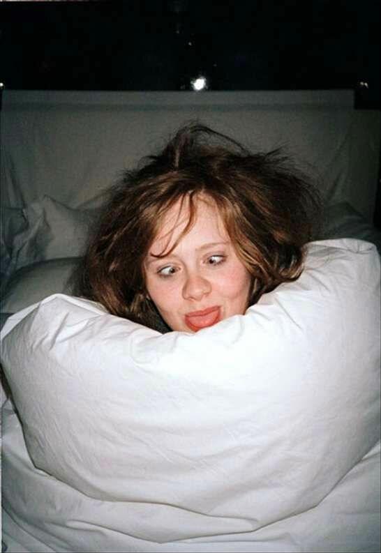 Угадайте певицу по ее фотографии в кровати
