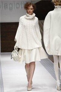 Белый танец - пончо от Лауры Биаджотти