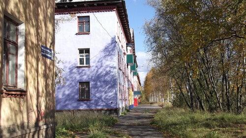 Фотография Инты №1461  Аллея перед домом Промышленная 12 13.09.2012_12:22