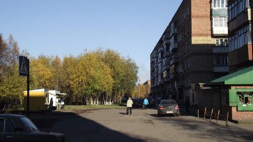 Фото города Инта №1497  Двор дома Воркутинская 12 от дороги 14.09.2012_15:15