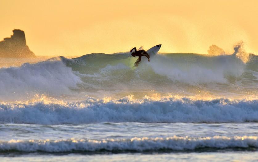 Серфинг на закате. Автор фото: Пьер-Ив Бараер