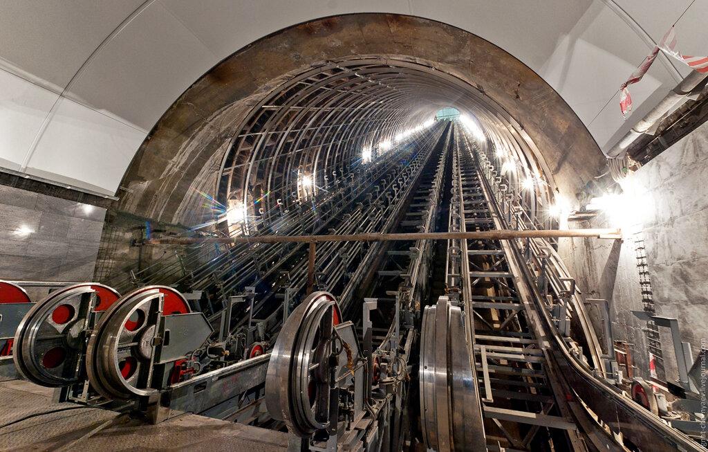 наклонный ход эскалатор метрострой спб