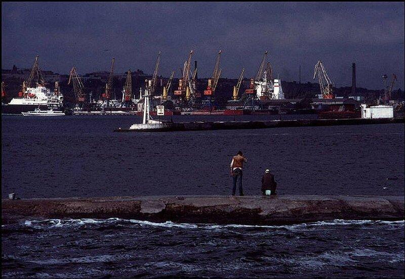 Одесский порт – один из самых оживленных в Украине. 1988 год.