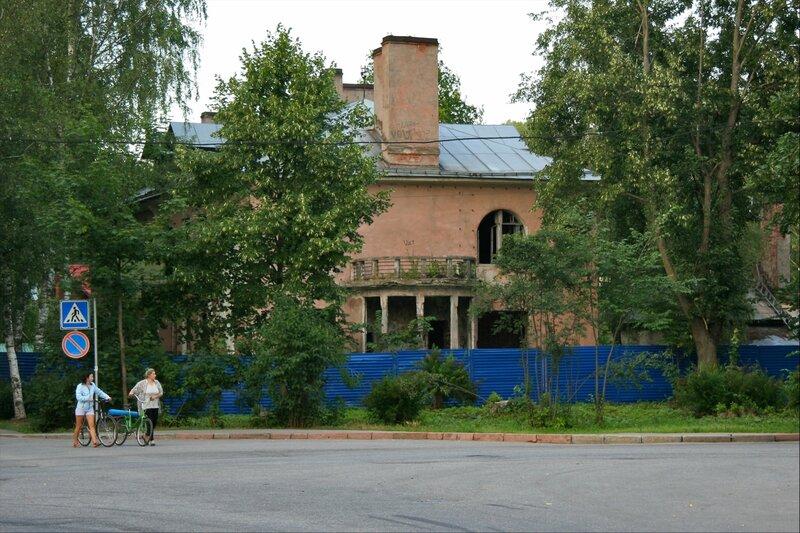 Павловск, Дом с ангелом на улице Красного Курсанта, бывшая дача С.Мандель
