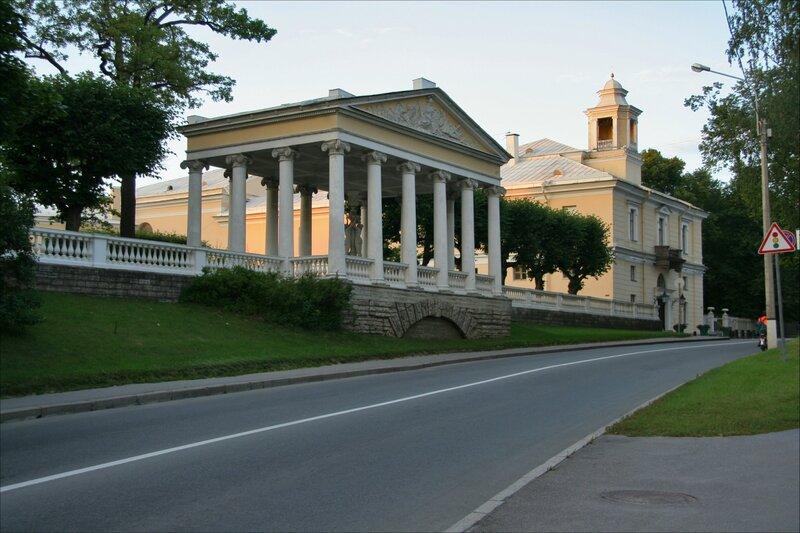 Павловск, Павильон трех граций и Павловский дворец