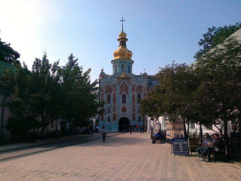 Соборная площадь Печерской Лавры