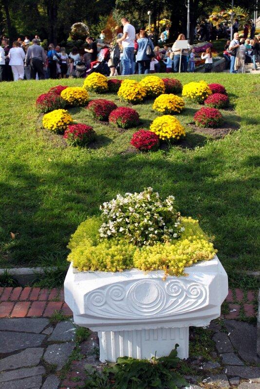 Декоративный вазон на Певческом поле