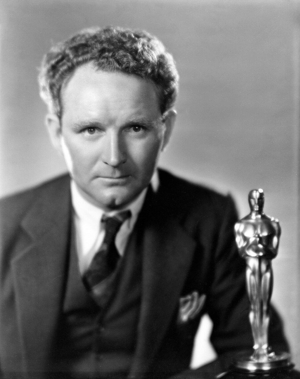 1929. Фрэнк Борзейги —  Оскар за фильм «Седьмое небо»