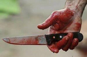 В конце дня рождения 27-летний парень получил удар ножом