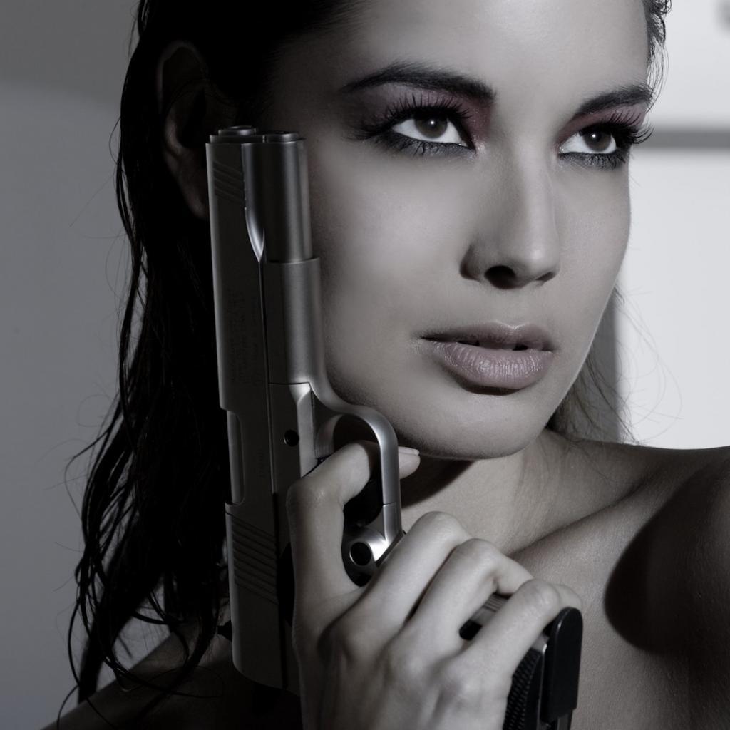 Фото женщины и оружие 5 фотография