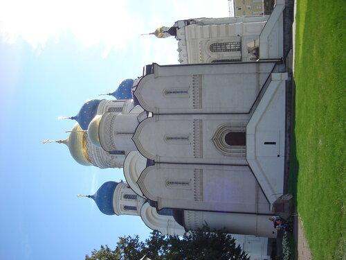 Никольский собор на фоне Преображенского собора.              Николо-Угрешский монастырь.