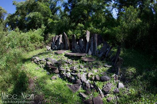 традиционная могила на кладбище Wogo Lama, Флорес, Индонезия
