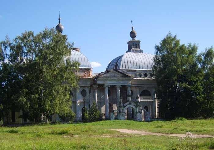 Ярополец, уУсадьба Чернышевых, церковь