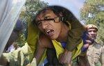 Эмигрант из Тибета выкрикивает слоган из полицейского фургона во время протестов перед посольством Китая, 9 марта, Нью-Дели, Индия. Фото Adnan Abidi  A Tibetan exile shouts slogan from inside a police van after being detained during a protest in front o