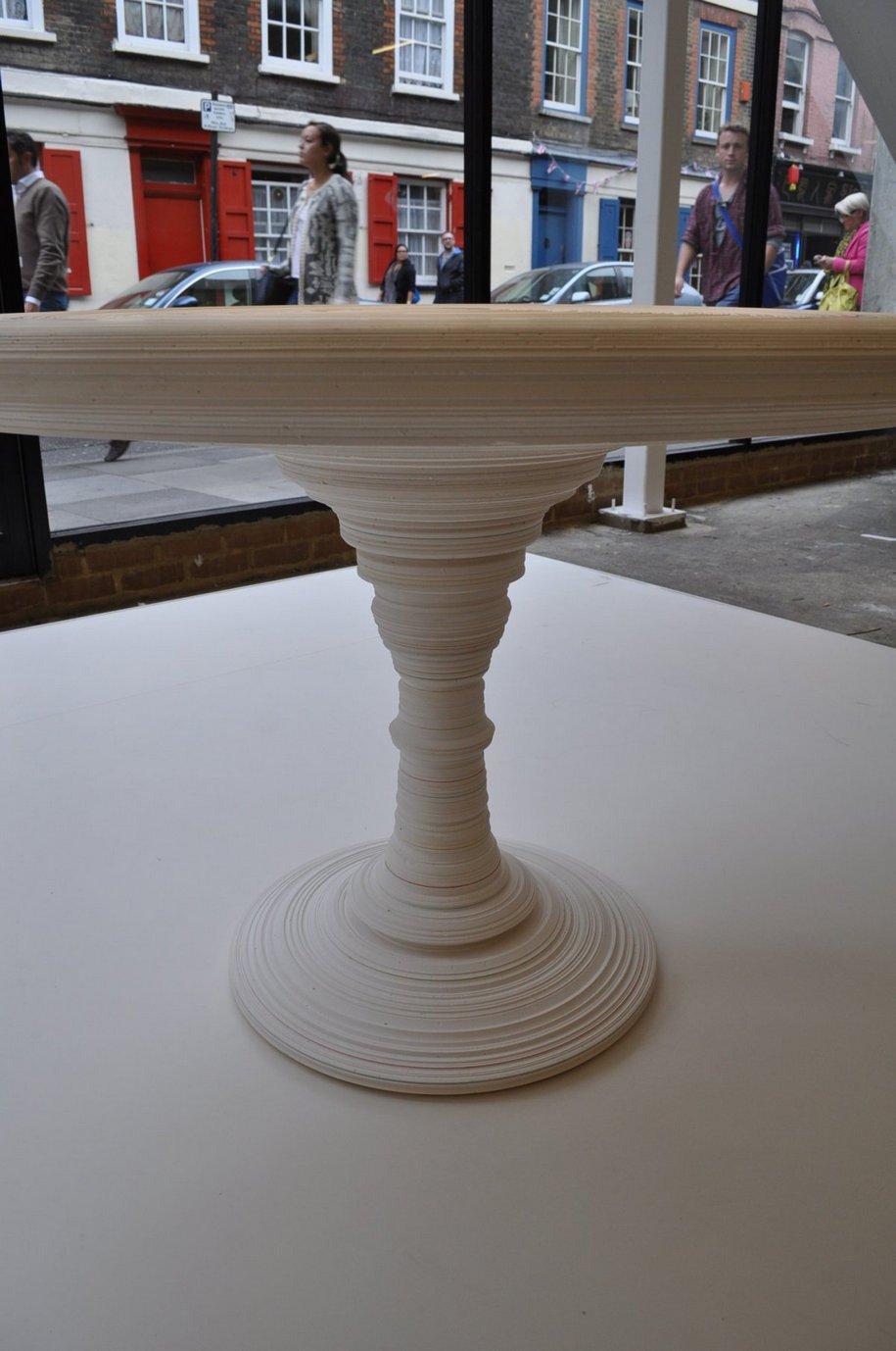 Стол и светильник Stupa от Freshwest Design