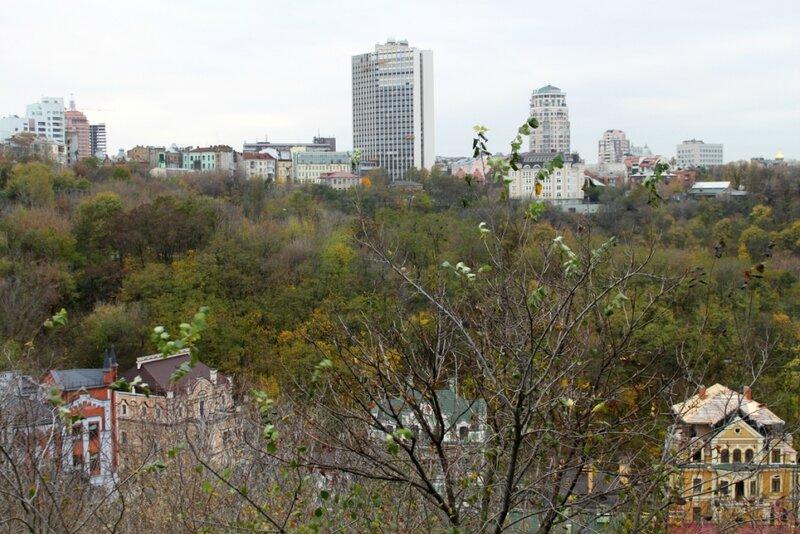 Вид с Пейзажной аллеи на Львовскую площадь