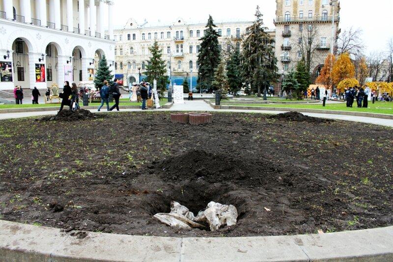 Углубления для монтажа главной елки Киева