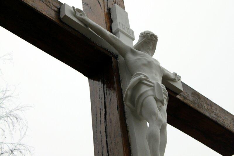 Распятие на поклонном кресте