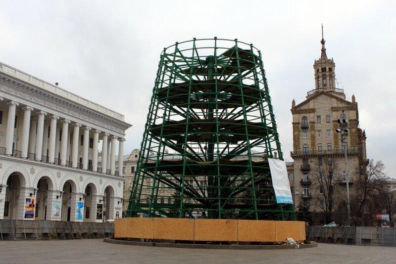 Ход монтажа главной елки Киева