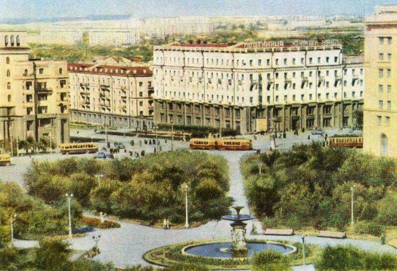 Сквер на площади Революции в Челябинске