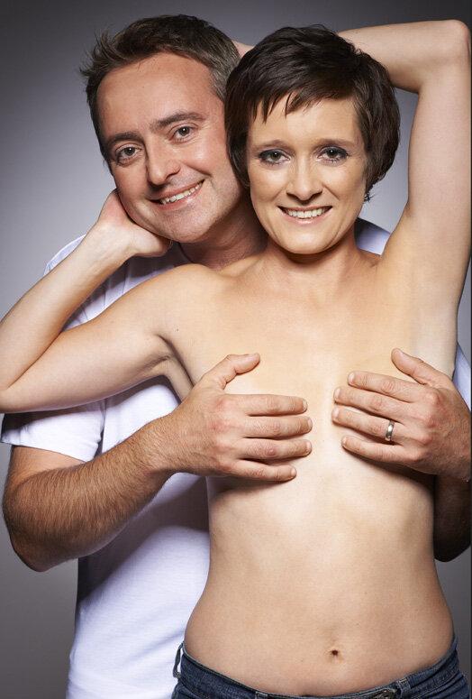 Фото женской груди лапают 22 фотография