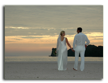 Малайзия. Лангкави. Four Seasons Resort Langkawi. Wedding couple at sunset