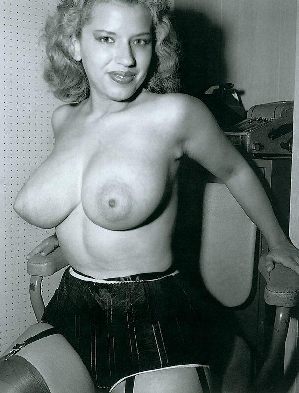 Натуральная грудь 60-х против  силикона. Опрос 16+