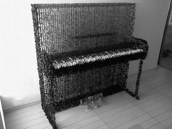 Пианино из пуговиц