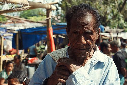 очень фотогеничный индонезийский дедушка