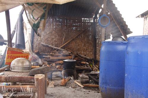 быт жителей разрушенного извержением вулкана Мерапи города
