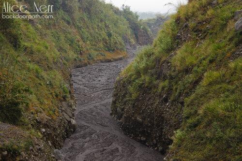 река вулканического пепла