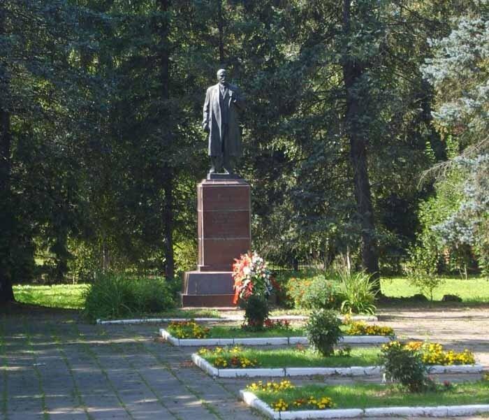 Кашино, памятник Ленину