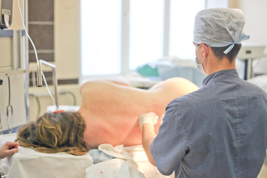 Как делают кесарево сечение и принимают роды
