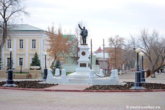 Памятник В.И. Ленину в натуральную величину