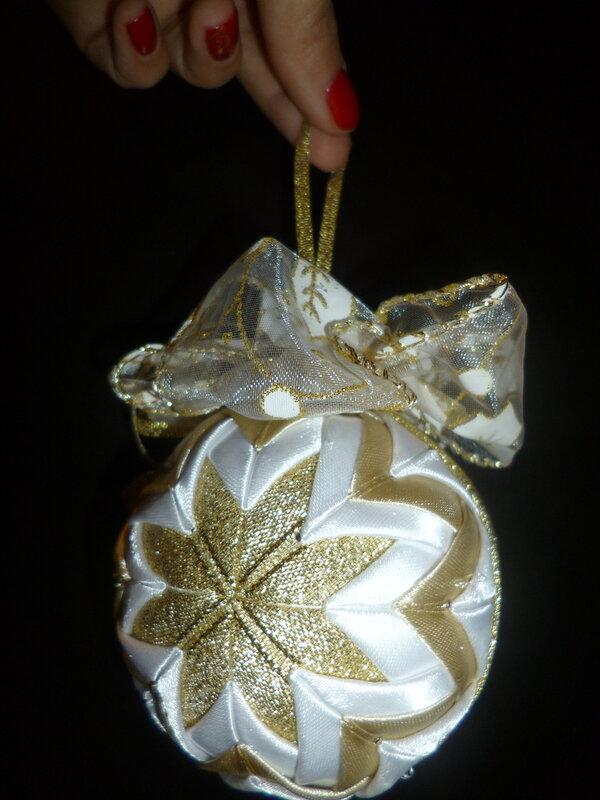 Оригинальный новогодний подарок для ваших друзей, знакомых и родственников! Елочная игрушки своими руками из красивых лоскутков. Пишите в личку