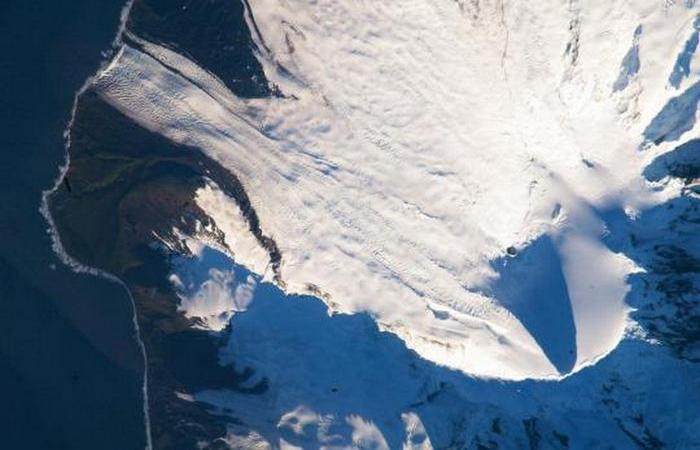 Бесплодный вулканический остров в Антарктике, находящийся между Мадагаскаром и Антарктидой, считаетс