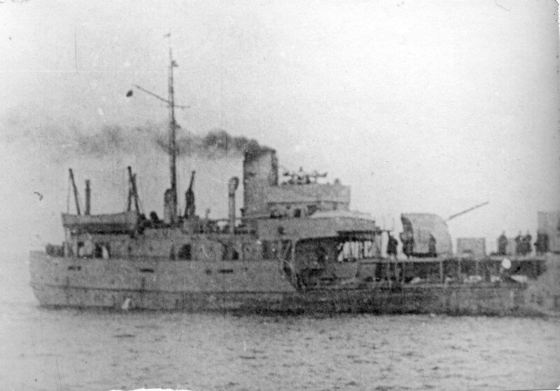 Советская канонерская лодка «Бира» на Ладоге в 1942 году (до перевооружения)