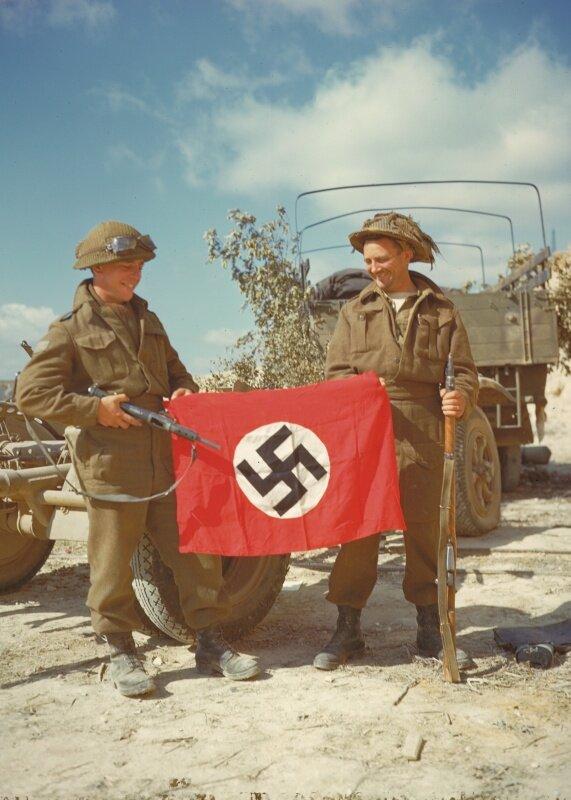 Канадские солдаты во Франции.jpg
