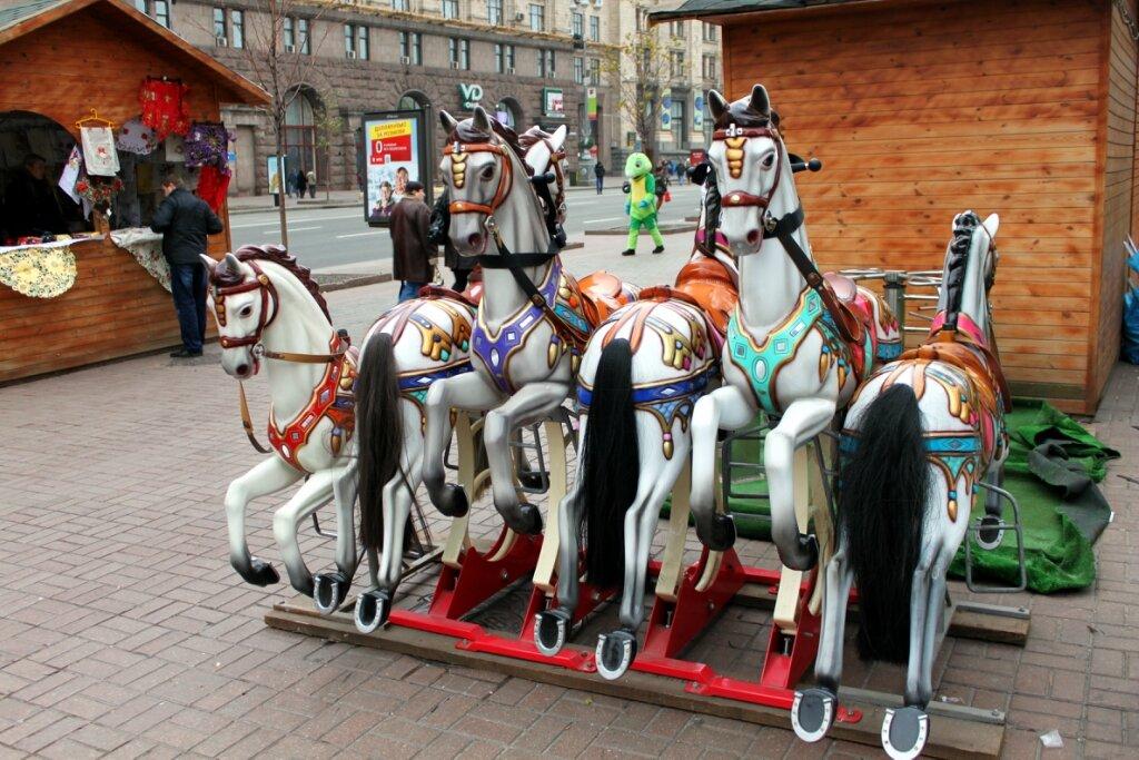 Карусельные лошадки на Крещатике