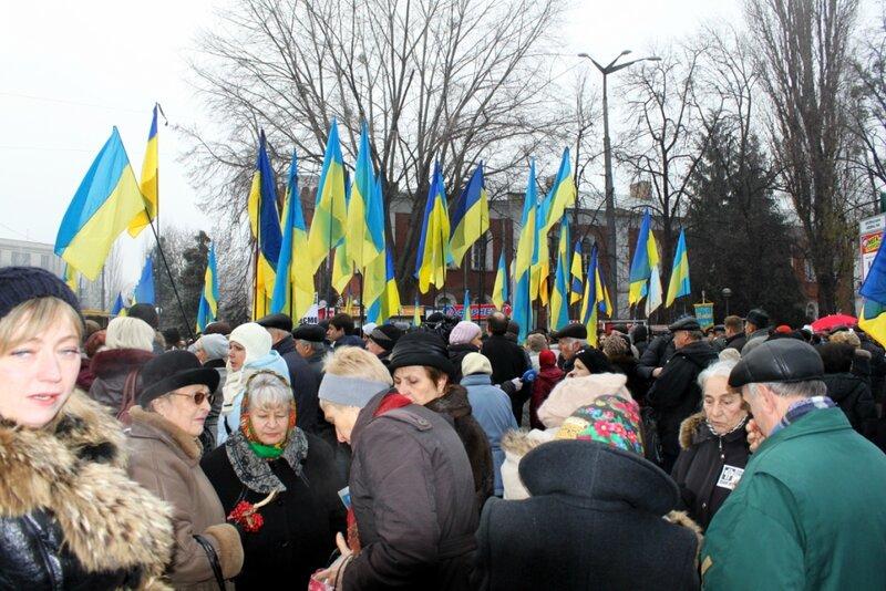 Мемориальный митинг возле метро Арсенальная