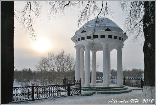 Ярославская земля. Беседка на набережной