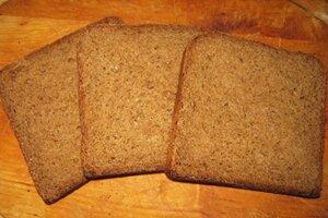 для канапе нарезать хлеб толщиной 1 см