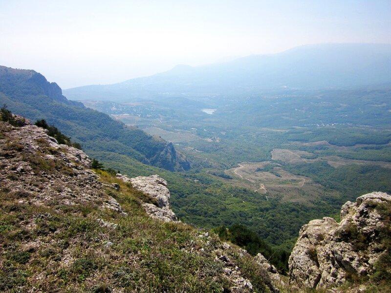 Вид с вершины на долину