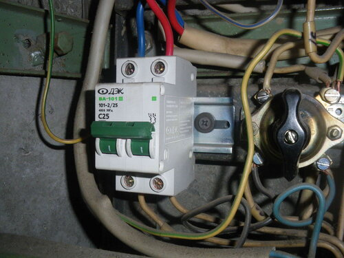Фото 3. Общий автоматический выключатель квартиры.