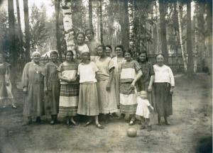 1925. Лето на даче в Расторгуеве Р.У. ж.д. Детсад 11-й образцовой типографии