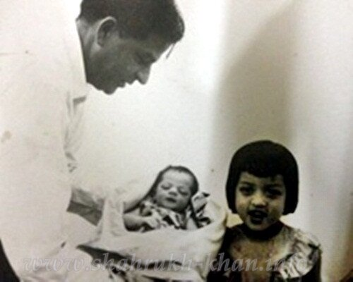 Shahrukh, his father Taj Mohammad and sister Shehnaz - old rare pic