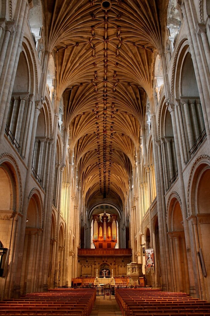 Norwich_Cathedral_interior.JPG